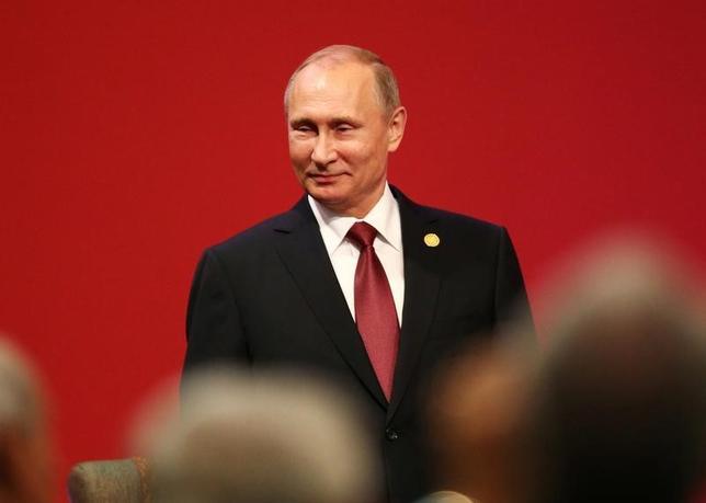 11月20日、ロシアのプーチン大統領はペルーで開かれたアジア太平洋経済協力会議(APEC)首脳会議閉幕後の会見でトランプ次期米大統領が両国の関係修復に前向きな姿勢を示したことを明らかにした。写真は19日撮影(2016年 ロイター/Mariana Bazo)