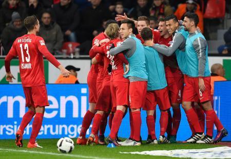 欧州サッカー、ライプチヒが首位