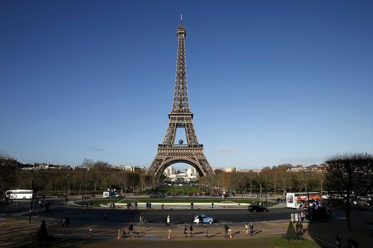 图为巴黎地标之一--埃菲尔铁塔。REUTERS/Benoit Tessier