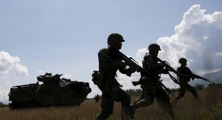 Philippine marine troops take part in assault exercises with U.S. soldiers during joint drills aimed at enhancing cooperation between the allies at a Philippine Naval base San Antonio, Zambales in this October 9, 2015 file photo.  REUTERS/Erik De Castro