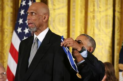 Obama awards Medals of Freedom