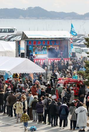 宮城・松島でカキ祭り