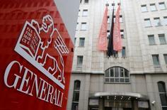 Generali confirme ses objectifs de 2018. Le premier assureur italien vise plus de sept milliards d'euros de trésorerie d'ici à 2018 et compte en dégager un milliard en quittant les marchés qui lui rapportent le moins. /Photo d'archives/REUTERS/Heinz-Peter Bader