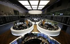 Las bolsas europeas se mantenían planas el jueves tras una apertura en positivo, aunque manteniéndose en un rango reciente. En la imagen de archivo, unsa sala de la Bolsa de Fráncfort. REUTERS/Kai Pfaffenbach