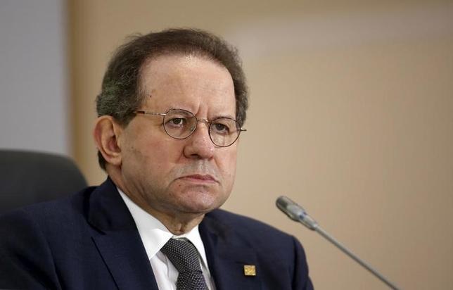 11月24日、ECBのコンスタンシオ副総裁はユーロ圏の中央銀行はレポ市場を支援するため、資産買い入れを通じて保有している国債の貸し出し拡大が可能との考えを示した。写真は2015年10月、記者会見する同副総裁(2016年 ロイター/Darrin Zammit Lupi)