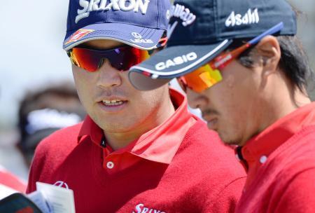 ゴルフ松山、石川組は6打差8位