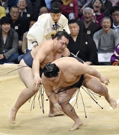 横綱鶴竜が1敗守り3度目の優勝