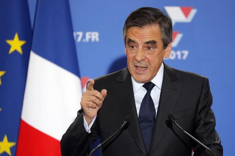2016年11月27日,法国前总理菲永周日在中右翼政党总统候选人初选的第二轮投票后发表讲话。REUTERS/Philippe Wojazer