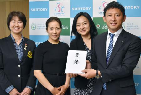 女子ゴルフ熊本支援で1千万贈呈