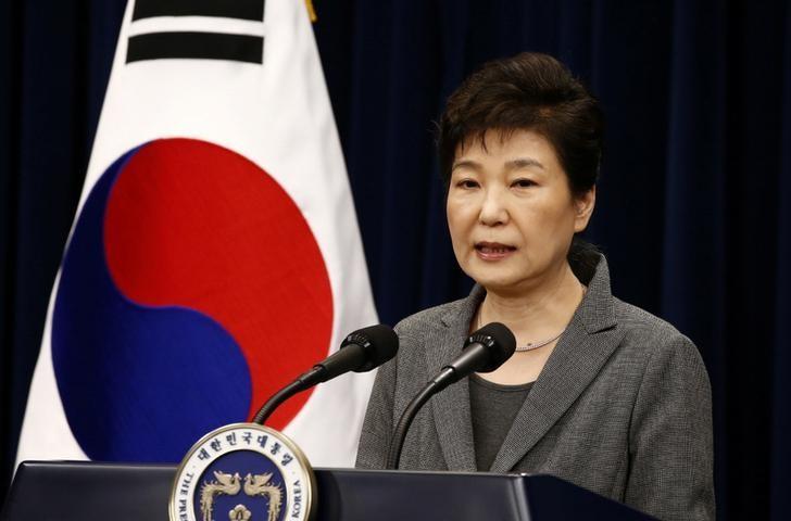 2016年11月29日,韩国总统朴槿惠在青瓦台对国民发表讲话。REUTERS/Jeon Heon-Kyun