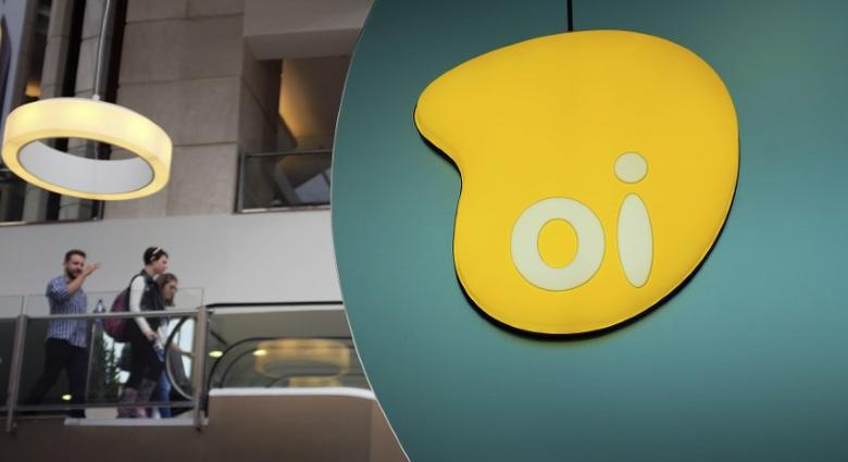 The logo of Brazil's largest fixed-line telecoms group Oi is seen inside a shop at a shopping centre in Sao Paulo November 14, 2014. REUTERS/Nacho Doce
