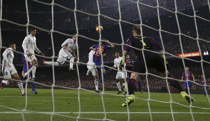 Football Soccer - Barcelona v Real Madrid - Spanish La Liga Santander- Nou Camp Stadium, Barcelona, Spain - 3/12/16. Real Madrid's Sergio Ramos scores a goal during the ''Clasico''.   REUTERS/Sergio Perez
