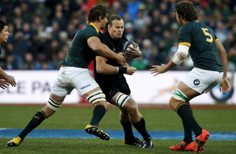 New Zealand All Blacks' James Broadhurst (C)  is challenged by South Africa's Eben Etzebeth (L) and Lood de Jager during their Rugby Championship match at Emirates Airline Park Stadium in Johannesburg July 25, 2015.   REUTERS/Siphiwe Sibeko
