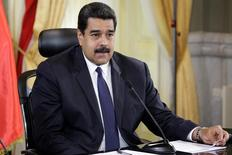 En la imagen, el presidente de Venezuela Nicolás Maduro durante un acto en el Palacio de Miraflores en Caracas, Venezuela, el 5 de diciembre de 2016. El presidente de Venezuela, Nicolás Maduro, dijo el jueves que acordó con su homólogo de Irán, Hassan Rouhani, convocar a una reunión de jefes de Estado de países productores de crudo dentro y fuera de la OPEP para decidir sobre la estrategia del mercado petrolero.REUTERS/Marco Bello