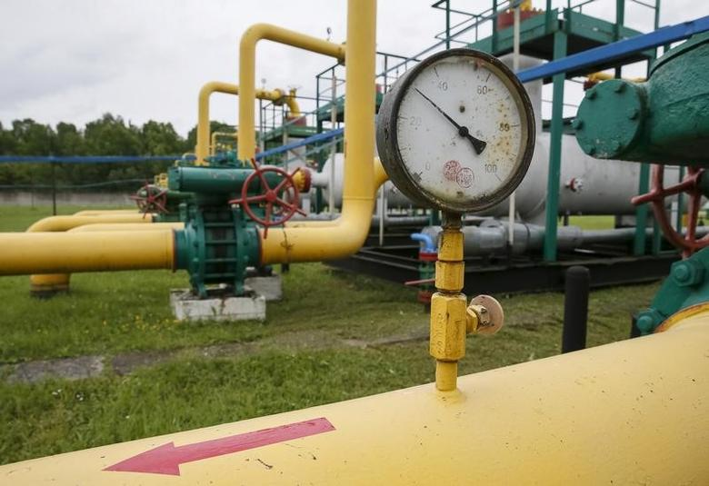 Pressure gauges, pipes and valves are pictured at an ''Dashava'' underground gas storage facility near Striy, Ukraine May 28, 2015. REUTERS/Gleb Garanich