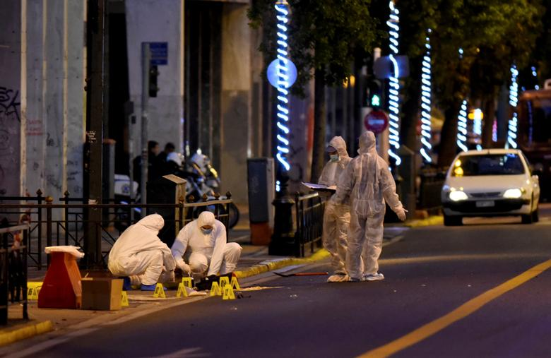 Forensic experts search for evidence on a street, next to the Labour ministry building in Athens, Greece, December 12, 2016. Antonis Nikolopoulos/Eurokinissi via REUTERS