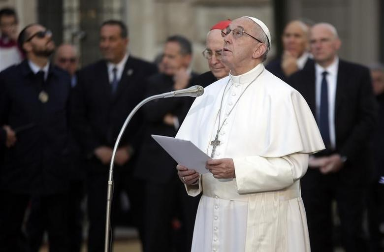 Pope Francis looks on  as he leads the Immaculate Conception celebration prayer in Piazza di Spagna (Spain's Square) in downtown Rome, Italy, December 8, 2016.    REUTERS/Max Rossi