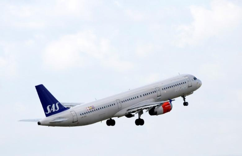 A SAS Airbus A321 aircraft takes off at the Charles de Gaulle airport in Roissy, France, August 9, 2016. REUTERS/Jacky Naegelen