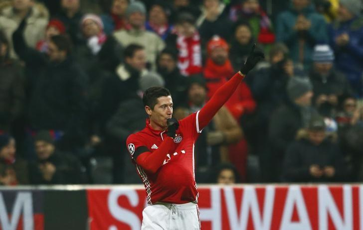 Football Soccer - Bayern Munich v Atletico Madrid - UEFA Champions League Group Stage - Group D - Allianz Arena, Munich, Germany - 06/12/16 - Bayern Munich's Robert Lewandowski reacts after scoring a goal    REUTERS/Michaela Rehle