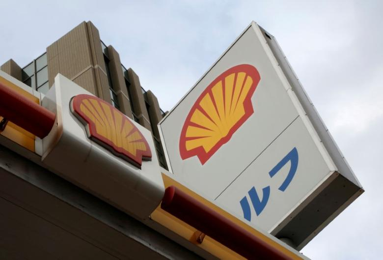 Showa Shell Sekiyu's logo is seen at its gas station in Tokyo, Japan, August 10, 2016.   REUTERS/Kim Kyung-Hoon/File Photo