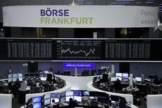 Les Bourses européennes évoluent jeudi en hausse dans les premiers échanges. Vers 08h30 GMT, le CAC 40 prend 0,5%, le Dax prend 0,49% et le FTSE est stable. /Photo prise le 14 décembre 2016/REUTERS