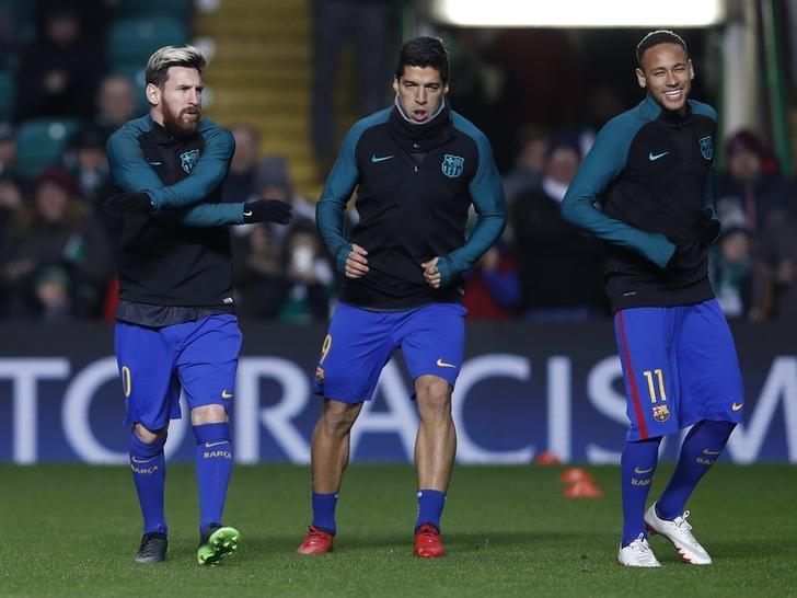 Britain Football Soccer - Celtic v FC Barcelona - UEFA Champions League Group Stage - Group C - Celtic Park, Glasgow, Scotland  - 23/11/16 (L - R)Barcelona's Lionel Messi, Luis Suarez and Neymar during the warm up before the match  Action Images via Reuters / Lee Smith Livepic