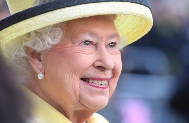 Queen Elizabeth II visits Goodenough College, the leading residential community for British and international postgraduate students studying in London, Britain December 1, 2016. REUTERS/Stuart C. Wilson/Pool