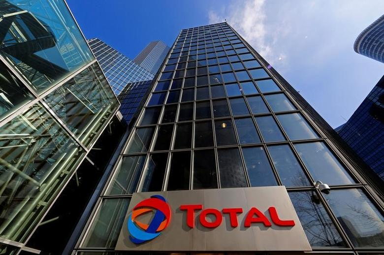 A view shows the Total Tower, French oil giant Total headquarters, at La Defense business and financial district in Courbevoie near Paris, France, February 25, 2016. REUTERS/Jacky Naegelen/File Photo