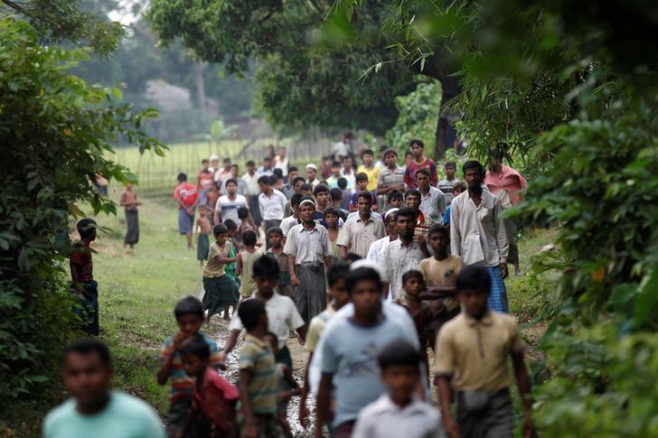 Men walk at a Rohingya village outside Maugndaw in Rakhine state, Myanmar October 27, 2016. REUTERS/Soe Zeya Tun/Files