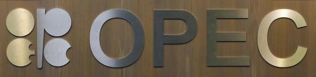 El logo de la Organización de Países Exportadores de Petróleo en Viena, dic 10, 2016. La primera reunión de un comité conformado por naciones de la OPEP y países fuera del grupo para vigilar el cumplimiento de un acuerdo global de recorte de producción de petróleo fue propuesta para el 13 de enero en Abu Dabi, dijeron el martes dos fuentes a Reuters.  REUTERS/Heinz-Peter Bader