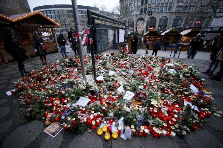 Flowers and candles are placed near the Christmas market at Breitscheid square in Berlin, Germany, December 23, 2016, following an attack by a truck which ploughed through a crowd at the market on Monday night.  REUTERS/Hannibal Hanschke
