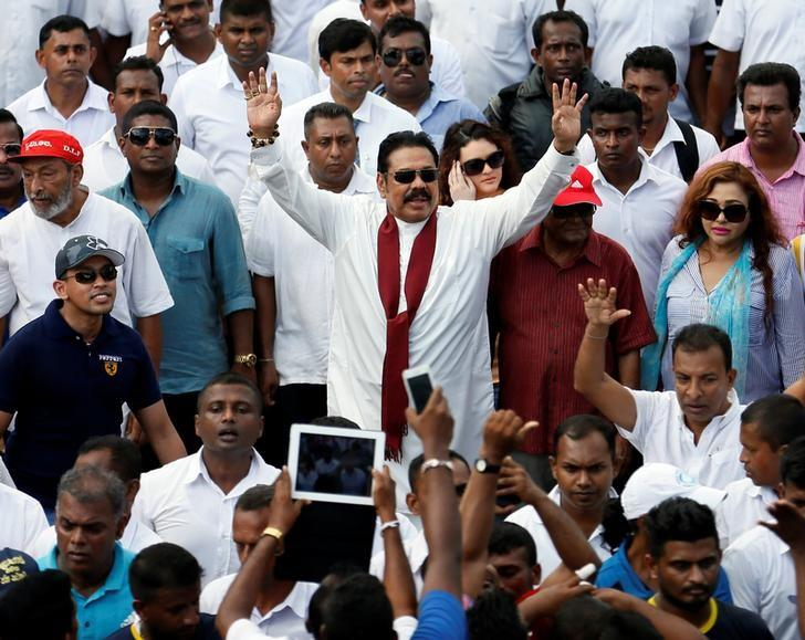 Sri Lanka's former President Mahinda Rajapaksa (C) waves at his supporters at the end of the five-day protest march from Kandy about 116 km to Colombo, in Sri Lanka, August 1, 2016. REUTERS/Dinuka Liyanawatte/File Photo