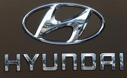 Le constructeur automobile coréen Hyundai Motor et sa filiale Kia Motors ont annoncé lundi un rebond plus net que prévu, de 5%, de leur chiffre d'affaires pour l'année 2017, après leur première baisse annuelle en 18 ans. /Photo d'archives/REUTERS/Arnd Wiegmann