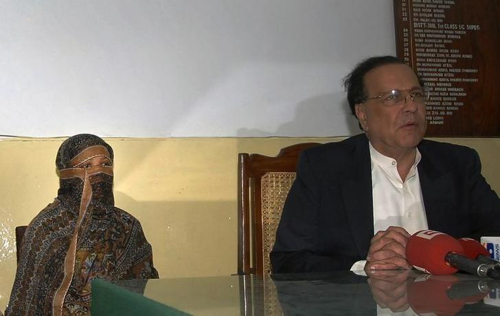Asia Bibi, a Pakistani Christian woman who has been sentenced to death for blasphemy, sits next to Governor of the Punjab Province Salman Taseer as he talks to media after visiting her inside the central jail in Sheikhupura, located in Pakistan's Punjab Province November 20, 2010. REUTERS/Asad Karim