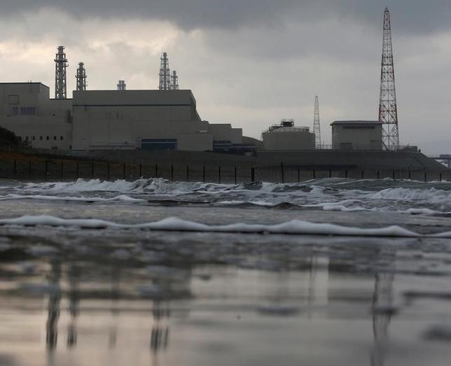 1月5日、原発再稼働反対を掲げ昨年10月就任した新潟県の米山隆一知事が今後、東京電力や政府との厳しい神経戦を強いられそうだ。写真は2012年11月、柏﨑刈羽原発を撮影(2017年 ロイター/Kim Kyung-Hoon/File photo)