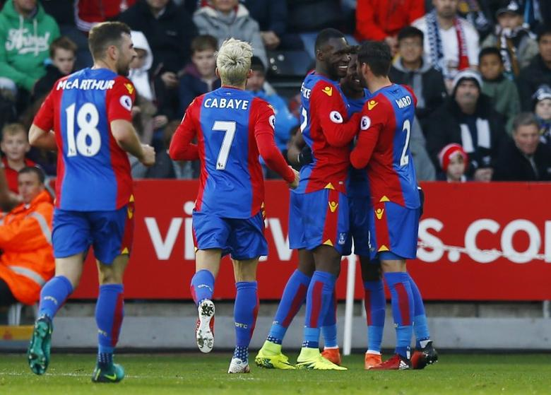 Football Soccer Britain - Swansea City v Crystal Palace - Premier League - Liberty Stadium - 26/11/16 Crystal Palace's Wilfred Zaha celebrates scoring their first goal with team mates  Action Images via Reuters / Peter Cziborra Livepic