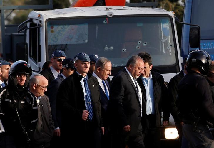 Israeli Prime Minister Benjamin Netanyahu (C) and Defense Minister Avigdor Lieberman visit the scene where police said a Palestinian rammed his truck into a group of Israeli soldiers on a popular promenade in Jerusalem,  January 8, 2017  REUTERS/Ronen Zvulun