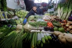 A vendor arranges vegetables at a market in Beijing, China, January 10, 2017. REUTERS/Jason Lee