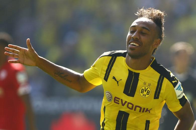 Borussia Dortmund's Pierre-Emerick Aubameyang celebrates after scoring a goal against FSV Mainz 05  REUTERS/Thilo Schmuelgen