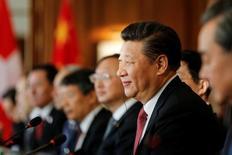 El presidente de China, Xi Jinping, defenderá el martes la globalización frente a una creciente hostilidad pública en Occidente en un discurso en el Foro Económico Mundial de Davos donde subrayará el rol global cada vez más importante de Pekín. En la imagen, el presidente chino en un acto en Berna, el 16 de enero de 2017. REUTERS/POOL/Peter Klaunzer