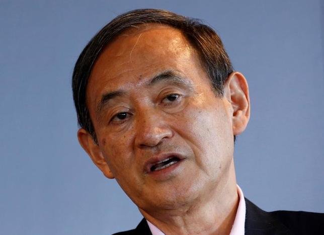 1月18日、菅義偉官房長官は午後の会見で、トランプ次期米大統領がドル高をけん制する発言を行ったことに関して、「為替の安定が重要であり、引き続きその動向を緊張感もって見守っていきたい」と語った。写真は都内で昨年8月撮影(2017年 ロイター/Kim Kyung Hoon)