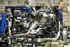 Les prix à la production ont augmenté de 0,4% en Allemagne en décembre, après une hausse de 0,3% le mois précédent. /Photo d'archives/REUTERS/Fabian Bimmer