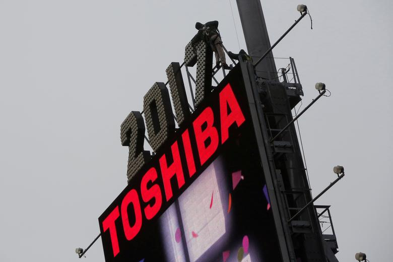 FILE PHOTO - Workers prepare the new year's eve numerals above a Toshiba sign in Times Square in Manhattan, New York City, U.S., December 26, 2016.  REUTERS/Andrew Kelly/File Photo