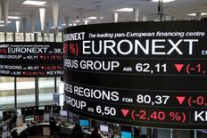 En la imagen, la Bolsa de París, Francia, el 14 de diciembre de 2016. Las bolsas europeas trepaban el jueves a un máximo en un año tras la noticia de que Johnson & Johnson comprará a la biotecnológica suiza Actelion en una operación por 30.000 millones de dólares. REUTERS/Benoit Tessier/File Photo