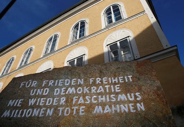 1月31日、オーストリアで、独裁者アドルフ・ヒトラーの生家を政府が強制的に購入する法律が先月成立したが、元家主がこの法律は憲法違反として訴訟を起こした。写真は2012年9月撮影(2017年 ロイター/Dominic Ebenbichler)