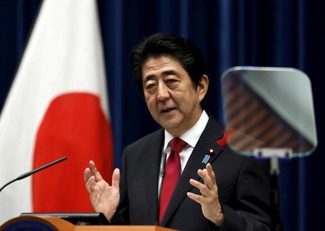 2月2日、安倍晋三首相は、衆院予算委員会で、為替動向について「大統領やトップレベルに上げることは政治イシューにすることだ。為替は政治イシューにすることではない」と述べた。首相官邸での記者会見で、2015年10月撮影(2017年 ロイター/Yuya Shino)