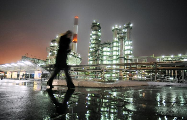 A man walks in front of the Novokuibyshevsk refinery near the city of Samara, Russia, October 28, 2010.  REUTERS/Nikolay Korchekov/Files