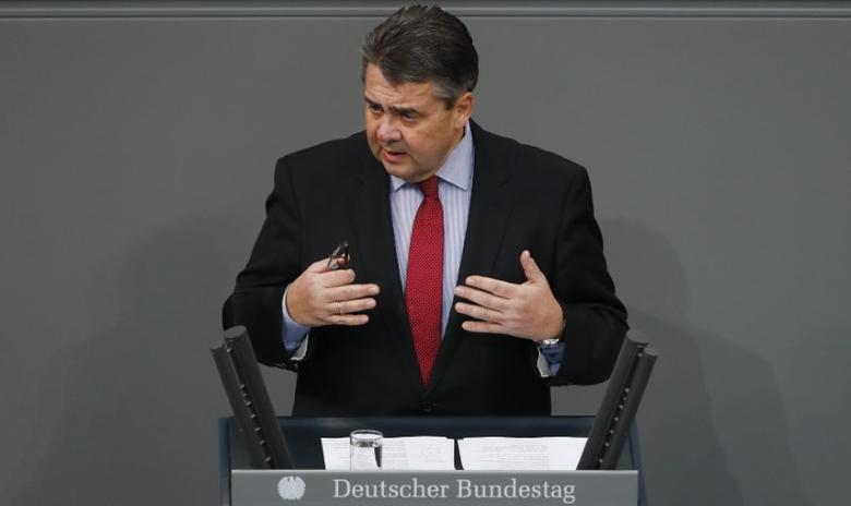 Economy Minister Sigmar Gabriel addresses the lower house of parliament Bundestag in Berlin, Germany, January 26, 2017.     REUTERS/Fabrizio Bensch