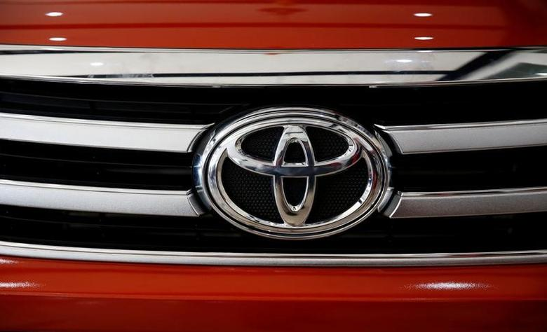 Toyota Motors Corp company logo is pictured on a Hilux pickup at its dealer Toyota Bicutan in Paranaque, Metro Manila, Philippines June 16, 2016.   REUTERS/Erik De Castro