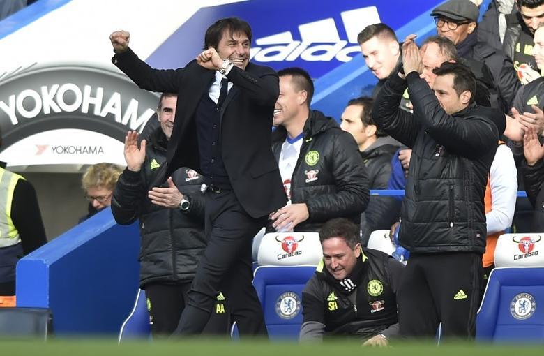 Britain Football Soccer - Chelsea v Arsenal - Premier League - Stamford Bridge - 4/2/17 Chelsea manager Antonio Conte celebrates after Cesc Fabregas scored their third goal  Reuters / Hannah McKay Livepic